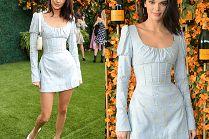 Rozpromieniona Kendall Jenner chwali się smukłą talią w sukience za 4 tysiące złotych