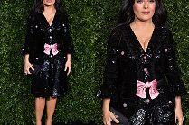 52-letnia Salma Hayek bryluje na przyjęciu w dyskusyjnej sukience Gucci