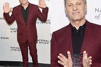 60-letni (!) Viggo Mortensen cieszy się z nagrody dla najlepszego aktora