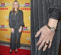 Gwyneth Paltrow prezentuje sygnet ślubny na ściance