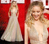 Jennifer Lawrence z dekoltem do pępka na czerwonym dywanie