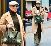 #TRENDY: Jennifer Lopez w golfie i beżowym płaszczu