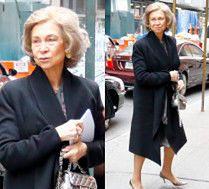 Elegancka królowa Zofia wymienia uśmiechy z paparazzi podczas wizyty w NYC