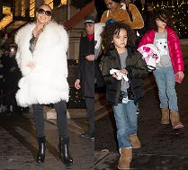 Zachwycona Mariah Carey w wielkim futrze macha do paryskich fanów
