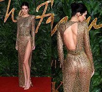 Odważna Kendall Jenner eksponuje wdzięki w prześwitującej sukni
