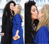 Czułe pocałunki Cher i Meryl Streep na premierze