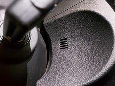 Mikrofony zazwyczaj są umieszczone w okolicy podsufitki