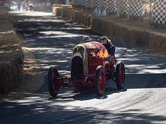 Takie obrazki to codzienność na Festiwalu Prędkości w Goodwood.