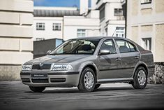 Skoda Octavia Tour to pierwsza generacja oferowana od roku 2005 do 2010. W tym czasie w sprzedaży była już Octavia II.