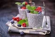 Pudding chia z owocami leśnymi to jedna z propozycji na diecie low carb
