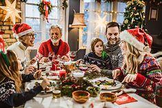 Rodzina podczas świątecznej kolacji