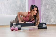Modelki fitness mogą ćwiczyć, wykorzystując np. ciężar własnego ciała