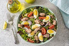 Sałatka z tuńczykiem, jajkiem i pomidorami