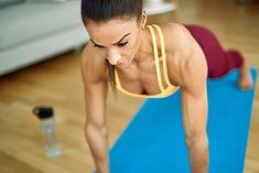 Pompki to dobre ćwiczenie na bicepsy i tricepsy