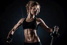 Wyrzeźbiona sylwetka i uwidocznione mięśnie - to cel osób na redukcji