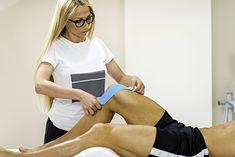 Optymalnie, gdy taping na kolano wykonuje fizjoterapeuta albo specjalista