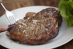 W diecie paleo jednym z głównych składników jest mięso