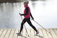 Nordic walking to doskonały aktywność dla ludzi w każdym wieku