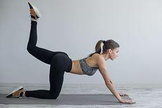 Unoszenie i zginanie nogi w klęku podpartym - to ćwiczenie na schudnięcie z pośladków