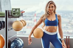Na zdjęciu: dziewczyna na siłowni