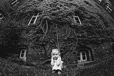 Konkurs czarno-białej fotografii dziecięcej - B&W Child Photography Photo Contest to największe tego typu przedsięwzięcie na świecie. Skupia się ono na czarno-białych portretach dzieci. Każdego roku organizowane są dwie edycje – letnia i zimowa. Laureatów części letniej poznaliśmy już pół roku temu.