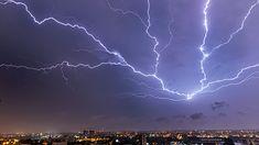 Burza w Bydgoszczy, 25 sekund naświetlania zdjęcia.