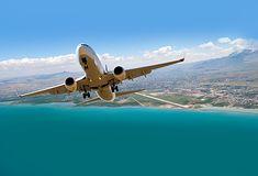 Zdjęcie samolotu pochodzi z serwisu shutterstock.com
