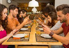 Problem uzależnienia od smartfonów istnieje, ale Światowy Dzień bez Telefonu Komórkowego nie jest dobrym sposobem na walkę z nim
