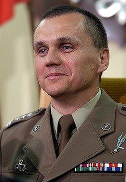 Szef GROM-u pułkownik Roman Polko podczas konferencji prasowej (Fot. PAP/Jacek Turczyk)