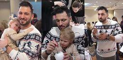Troskliwy Maślak tuli dzieci podczas malowania bombek