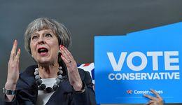 Premier May przemawia w parlamencie. Głosowanie ws. brexitu przełożone