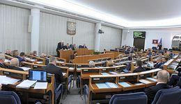 Senat zajmie się ustawą o KNF. Rozpatrzy przepis umożliwiający przejmowanie banku przez inny bank