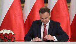Andrzej Duda podpisze ustawę o PPK. Pensje Polaków spadną, emerytury mają rosnąć