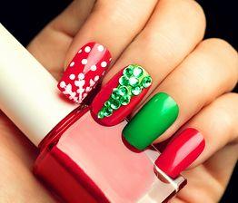 Stylizacja paznokci na święta. Pomysły na oryginalny manicure