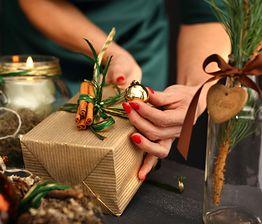 Jak pakować prezenty tanio i efektownie?