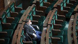 Głosowanie zdalne możliwe było dzięki temu, że w czwartek posłowie zmienili regulamin Sejmu