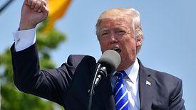 Donald Trump ostrzegał kraje UE przed cłami odwetowymi.
