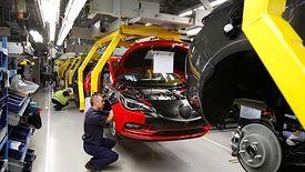 Branża motoryzacyjna jest jedną z tych, które ciążą produkcji przemysłowej.