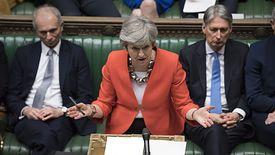 Theresa May ma za sobą trzy bolesne porażki, ale wciąż nie wie, jak będzie wyglądał brexit