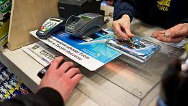Klienci stacji benzynowych są w stanie wziąć na fakturę nawet paczkę gum do żucia.