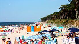 Sezon nad Bałtykiem trwa krótko, więc gminy chcą zachęcić do przyjazdu możliwie wielu turystów.