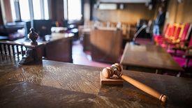 Sądy nie chcą czekać na Trybunał Konstytucyjny. Orzekają w sprawach związanych z ustawą dezubekizacyjną.