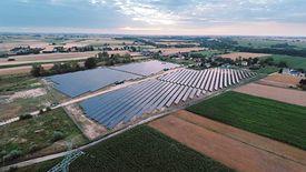 Panele rosną na terenach pogórniczych. Na zdjęciu największa obecnie elektrownia solarna w Polsce w Czarnikowie