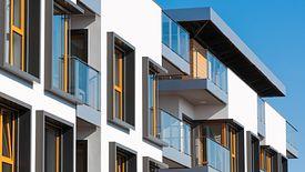 Przy sprzedaży odziedziczonej nieruchomości obowiązują dodatkowe obostrzenia podatkowe