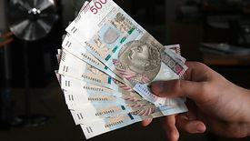 Kobieta po trzydziestce może wziąć kredyt na 25 lat. Mężczyzna w takiej samej sytuacji materialnej - już na 30.