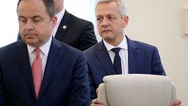 Marek Zagórski (z prawej) i Konrad Szymański (z lewej) nie zgadzają się w kwestii jednej z ustaw. Do starcia doszło na posiedzeniu rządu.