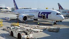 Dreamliner należący do LOT-u na lotnisku w Los Angeles. Co teraz z połączeniami do USA?
