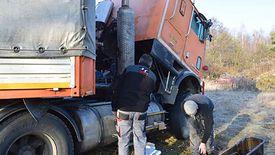 Polscy kierowcy zaraz po awarii samochodu Fardina natychmiast zaoferowali mu pomoc.