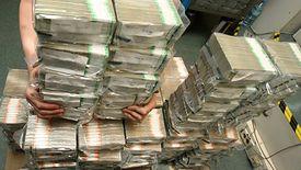 Masa pieniędzy zostanie w budżecie dzięki niskiemu oprocentowaniu długu państwa.