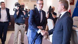 Premier Mateusz Morawiecki i Bartosz Marczuk, były już wiceminister rodziny, pracy i polityki społecznej